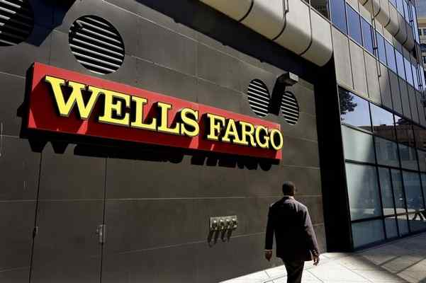 DOUG MCINTYRE: WELLS FARGO: WHEN THE BANK ROBS US – Andrew E